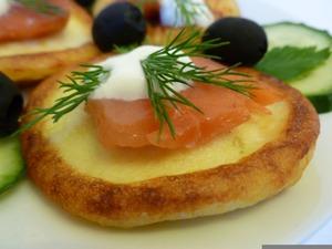 Рецепт Картофельные блинчики с рыбкой