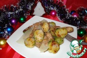 Рецепт Тёплый салат из брюссельской капусты с курицей и пармезаном