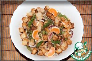 Рецепт Салат с сайрой и сухариками