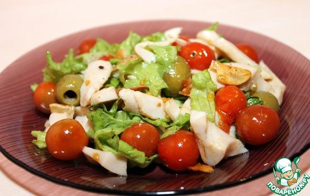 Салат с кальмаром и помидором черри