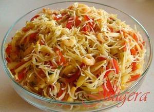 Азиатский салат из лапши с креветками Фунчоза