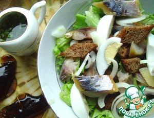 Рецепт Салат с копченой скумбрией и ржаным хлебом