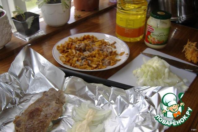 мясо под шубой в духовке с грибами рецепт #10