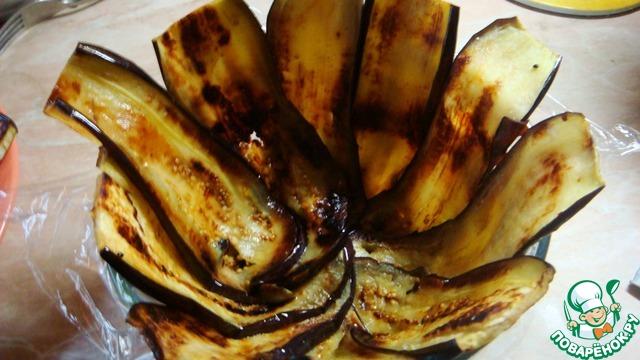 Обжариваем баклажаны на сухой сковородке
