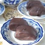 Шоколадные конфеты с яблочной пастилой и творогом