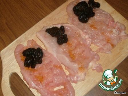 Куриные рулетики с черносливом в духовке