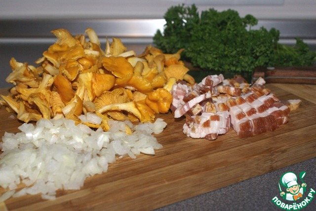Жареные лисички с картошкой - рецепт с фото