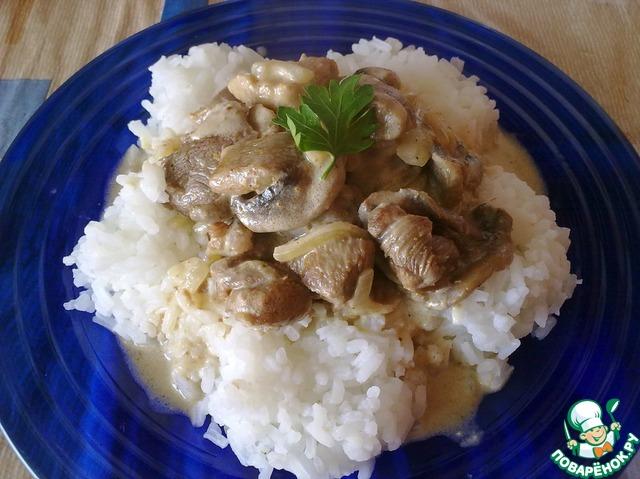 Индейка с грибами и сметаной