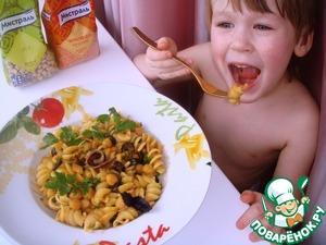Рецепт Фузилли с нутом, маслинами и соусом из красной чечевицы и каперсов