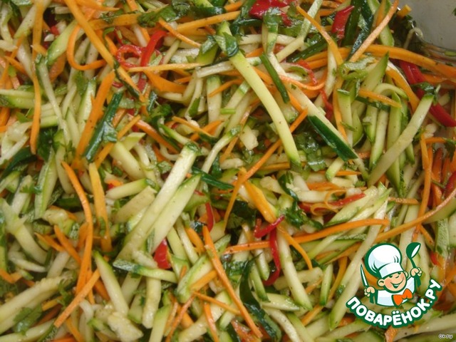Салат из свежего кабачка
