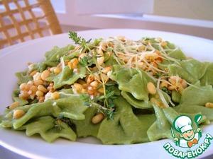 Рецепт Домашние зеленые фарфалле с печеным чесноком и кедровыми орешками