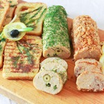 Колбаски с гренками в весеннем стиле