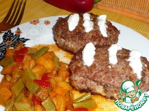 Рецепт Зразы мясные с картофельной начинкой и овощным гарниром