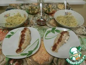 Рецепт Капеллини с зелёным соусом и куриной грудкой в сливовом соусе