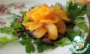 Рецепт Теплый салат из куриной печени и персиков
