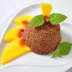 Шоколадный кускус с теплым манго и мятой