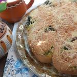 Булочки-улитки на сыворотке с сыром и щавелем