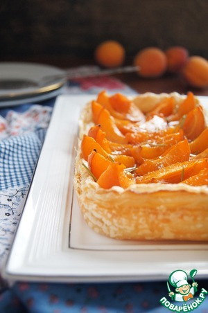 Рецепт Абрикосовый тарт с сыром бри и розмариновым мёдом