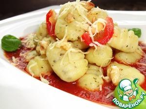 Рецепт Картофельные ньокки с базиликом и грецким орехом в томатном соусе