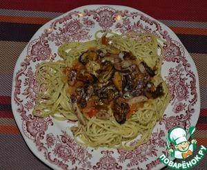 Рецепт Спагетти с морепродуктами и томатно-луковым соусом