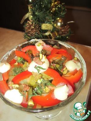 Рецепт Салат овощной с курицей и фисташками