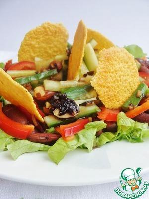 Свежий салат из красной фасоли с сырными чипсами рецепт с фото