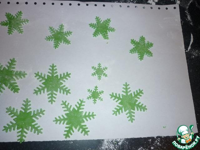 Как сделать снежинки из мастики вырубкой
