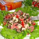 Салат из чечевицы, помидоров, брынзы, зелени с ореховой заправкой
