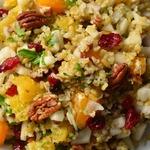 Полезный салат на основе злаков, фруктов и орехов