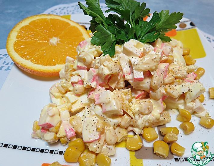 Салат с апельсином и крабовыми