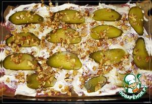 Рецепт Мясо, запеченное с солеными огурцами и грецкими орехами