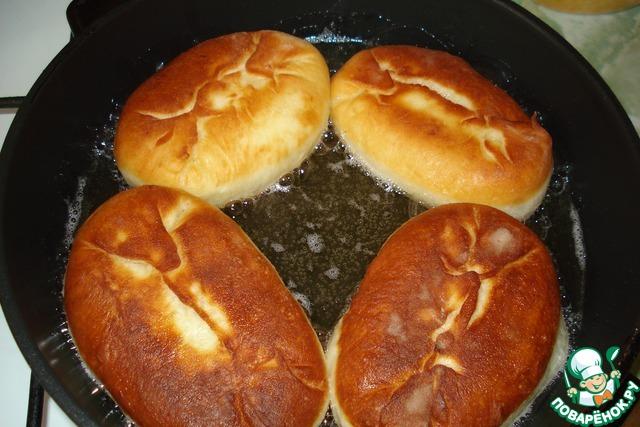 Пирожки в духовке с рисом яйцом и луком