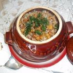 Гречка с мясом и шкварками в горшочке