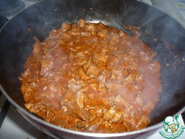 Печень с томатом и сметаной