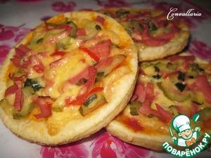 Рецепт Лепешки творожные с сыром, колбасой и маринованным огурцом