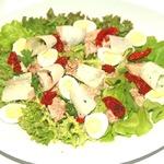 Салат из печени трески с вялеными помидорами