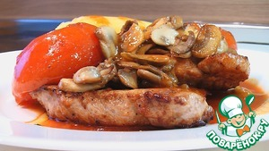 Рецепт Ломтики свинины с грибами и помидорами под томатным соусом