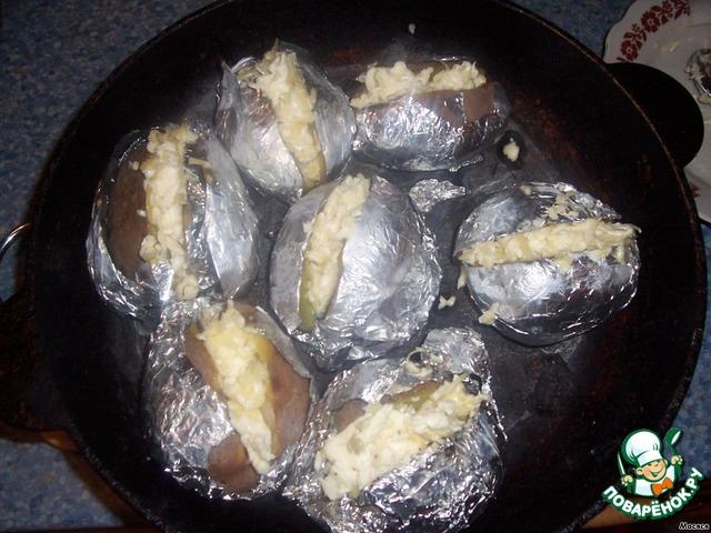 Картошка с начинкой в фольге в духовке рецепт с пошагово