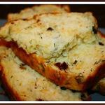 Сырный хлеб с маслинами и вялеными помидорами
