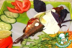 Рецепт Хариус жареный с травами в соусе из голубого сыра