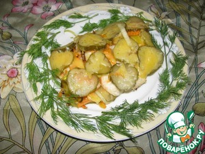 Рецепт Морская щука/мольва, запеченная с овощами и соленым огурцом