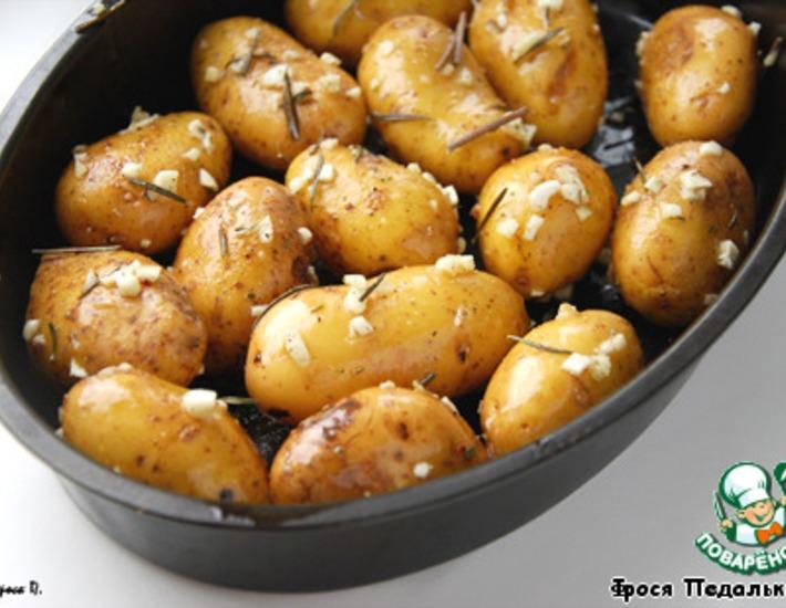Картофель запеченный с розмарином в духовке