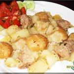 Картофель, тушенный с нудлями по-украински