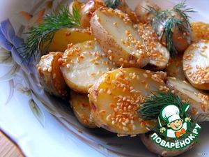 Рецепт Молодой картофель, запеченный с чесноком и кунжутом со сметанным соусом