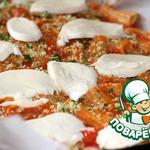 Паста, запеченная с овощным соусом и моцареллой