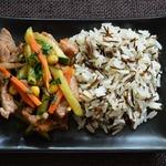 Стир-фрай из свинины с морковью и огурцом