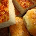 Булочки с чесноком и лаваш с сыром