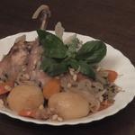 Кролик, тушенный в вине с овощами