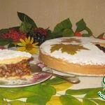 Пирог с грецкими орехами в карамельном соусе
