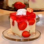 Необычный торт с клубничным желе